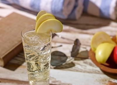 https://www.ketelone.com/vodka-drinks/apple-kicker/